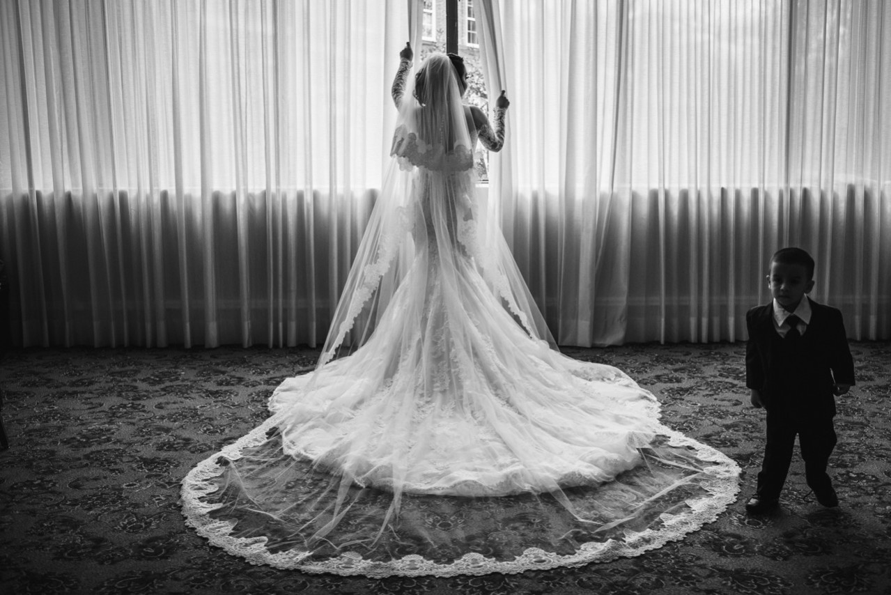 AT-houstonian-hotel-spa-wedding-houston-wedding-photographers-photojournalism-wedding-010